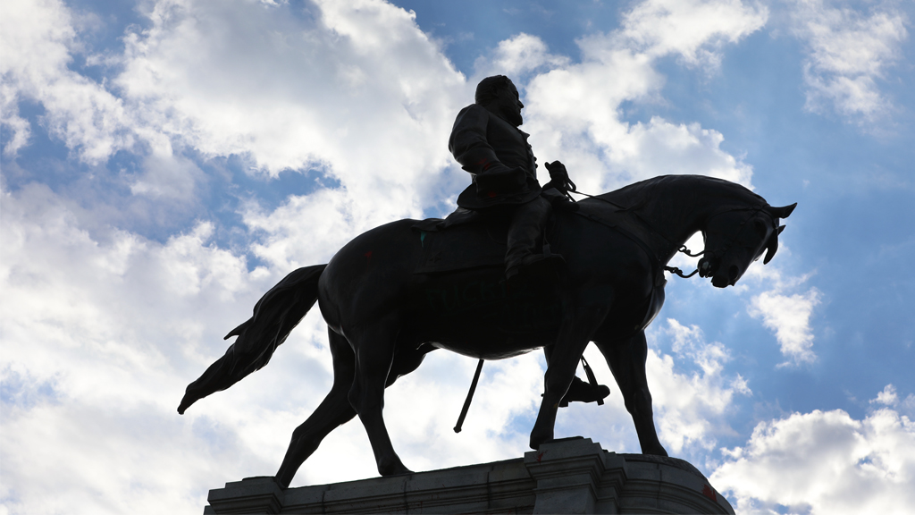 a silhouette of general lee's statue